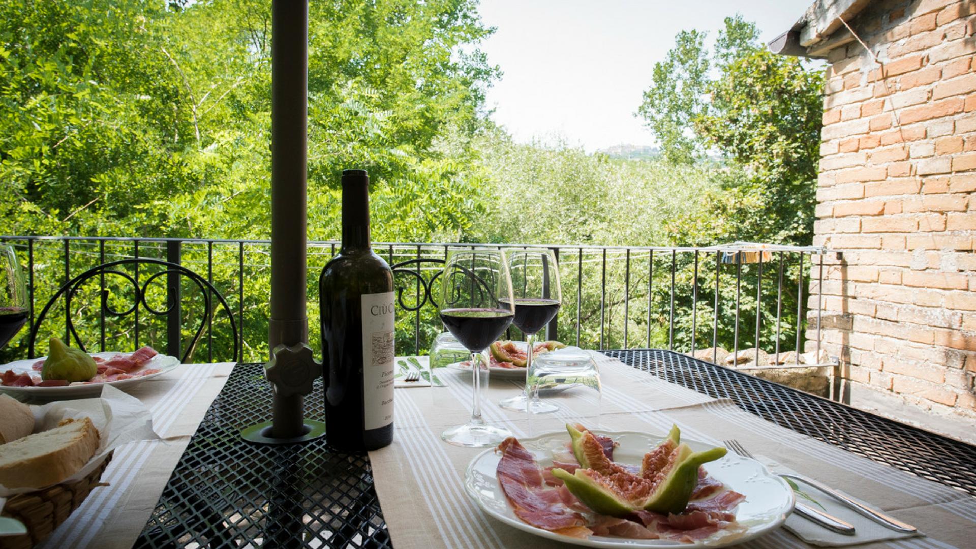 Ham, figs and wine